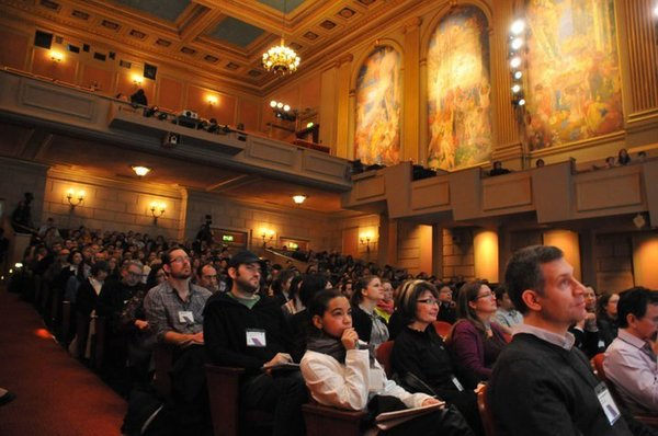 A packed house gathered at Herbst Theater on January 22 to hear speakers deliver talks on design and sustainability at the 2011 Compostmodern conference.