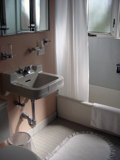 Another retro bathroom in the house. Photo by Diana Budds.