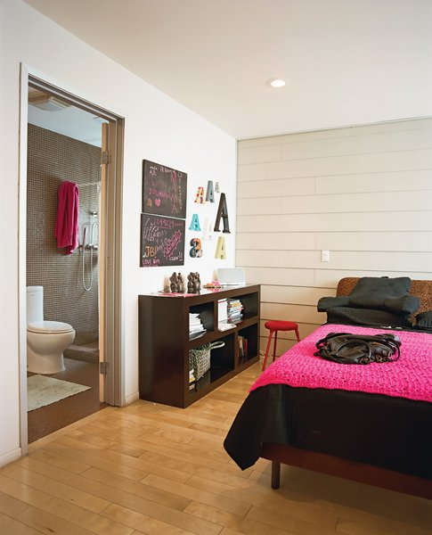 The bedroom in the guesthouse features cheery colors.