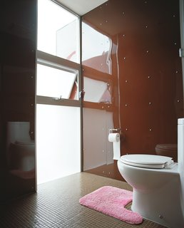 Despite a tight site, light floods into every room, including the restroom in the guesthouse.