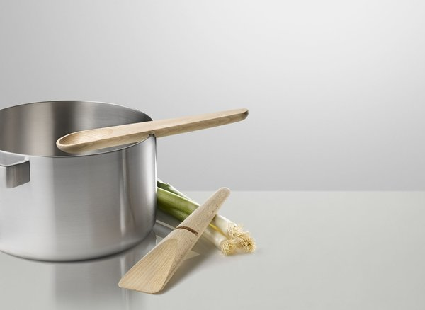 The Hang Around cooking set designed by KiBiSi for Muuto.