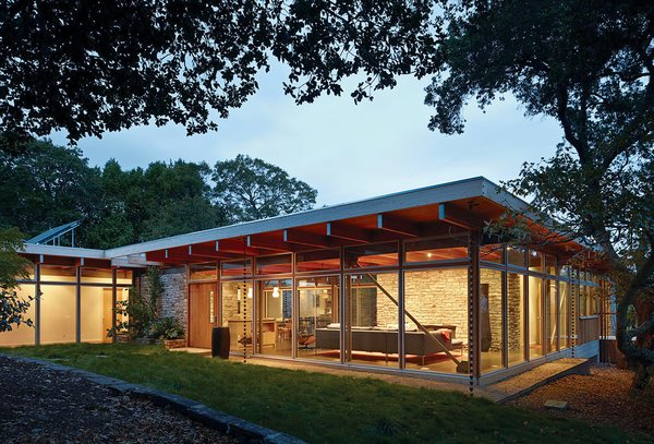 The Pfau Starr Residence is located in San Anselmo and is a convergence of many tactile materials, including ashlar masonry walls, floor-to-ceiling glass, and an exposed wood-beam ceiling.