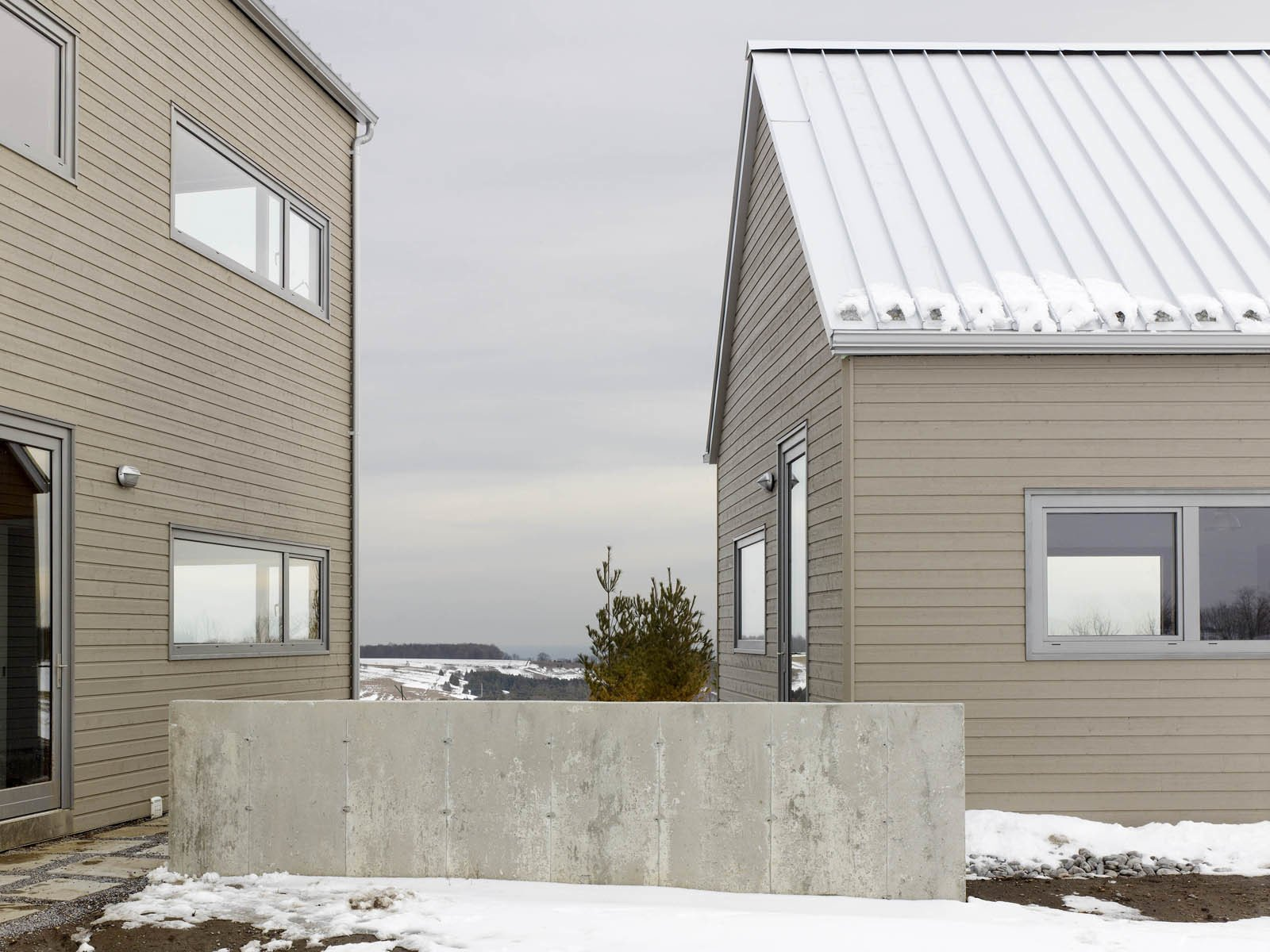 """Having found a 100-acre farm featuring rolling corn fields, the couple asked Rendely, of Cindy Rendely Architexture, to design a place that was """"comfortable and modern and appropriate for the country.""""  The Farm by Miyoko Ohtake"""