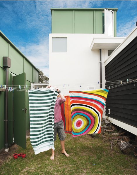 Gerald wanted the siting of the buildings to appear loose, like a campsite. The gap between the living room and the bedroom wing accommodates a washing line.