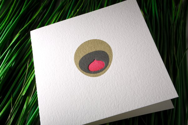 Another take on the Peacock card does away with the outer dotted ring entirely for a pleasingly minimalist effect.