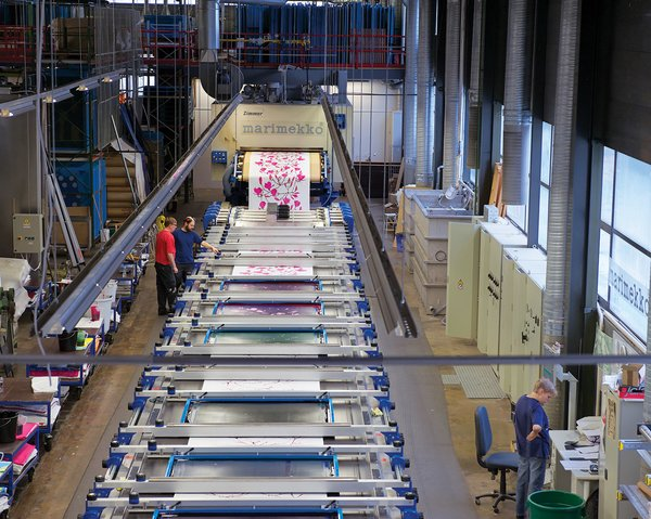 The Marimekko factory prints nearly 6,500 yards of fabric each day. The company typically purchases its material, usually cotton, in 2,200- to 5,500-yard rolls or pallets from Germany, Peru, Turkey, and the Baltic nations. Flat screen–printing makes it possible to divide repeats in sections and create large-size patterns, from 24 inches to several yards long.