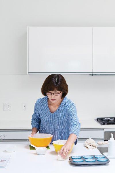 Shoku enjoys cooking.