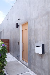 The door to the house is actually on the side of the house, further adding to the sense of privacy the Shozis sought.