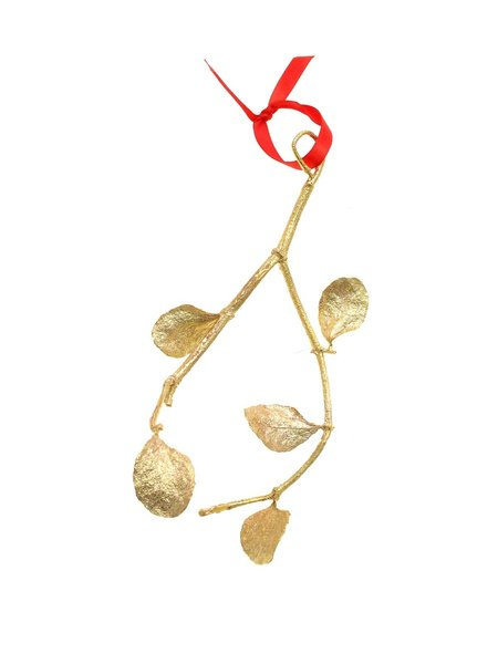 ...To create the final product: a full-scale mistletoe replica, ready to hang over your doorway or from a tree.
