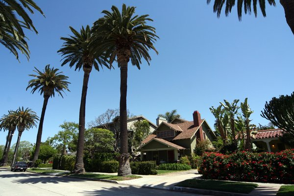 The view northeast to the homes across the street from Dwell Home Venice. The neighborhood is an eclectic architectural mix of Craftsman, Victorian, Spanish Colonial Revival, Modern, and more.