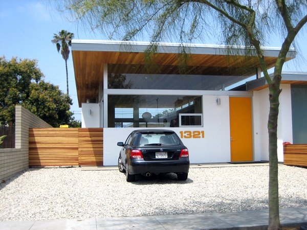 Our neighborhood includes numerous examples of recent modern architecture. The house shown above was designed by Robert Thibodeau of DU Architects, a local firm that has designed a range of homes in Venice and neighboring Santa Monica.