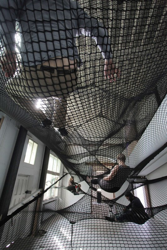 Numen's Net, occupied by gallery attendees. Floating Landscape Made of Net - Photo 3 of 3