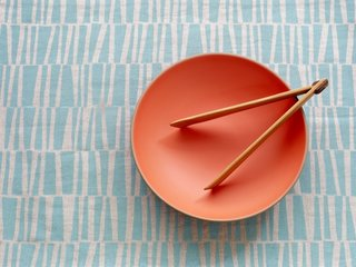 The classic Heath shallow salad bowl gets a fresh look in Poppy, a limited-edition Summer Collection 2012 color.