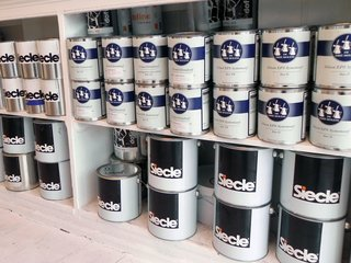 "All of Simon's own brand Siecle paint is made in Holland to his own specific ratios of resin, chalk, and water. ""The company I work with makes it in a machine that looks like a giant Kenwood mixer.""<br><br>As well as his own special blend, Simon also sells Dutch paint De Drie Molens. ""I like these guys. They're really, really old. Holland is the home of paint making it has been for four hundred years. The only way to tell a good paint is to see whether it's still on the outside wall of your house after six years."""