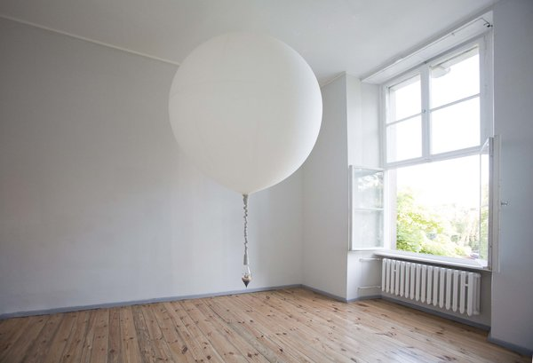 A helium-filled weather balloon transports a handblown terrarium by Lítill in the Jette installation. Coleman's Jette and Fabrik installations occupy two separate rooms at Direktorenhaus in central Berlin. The large weather ballon that carries a knit rope suspended Litiil terrarium from side to side across the length a gallery room is helium-filled and serves as a new experiment for the artist in terms of in animating these formerly fixed tabletop pieces. This is the designer's first exhibition in Europe, following her successful window installation projects at  E.R. Butler & Co. in Soho, Trina Turk in NYC's Meatpacking District as well as at the Ace Hotel in Palm Springs and other design venues.
