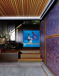 12 Perfect Plunge Pools For Your Small Outdoor Space - Photo 6 of 12 - Spencer Greene and his daughter, Anya, go for a dip in their Palo Alto, California, home. The three-inch-thick acrylic pool window allows the parents to monitor their children's swims from the LC4 chaise longue.
