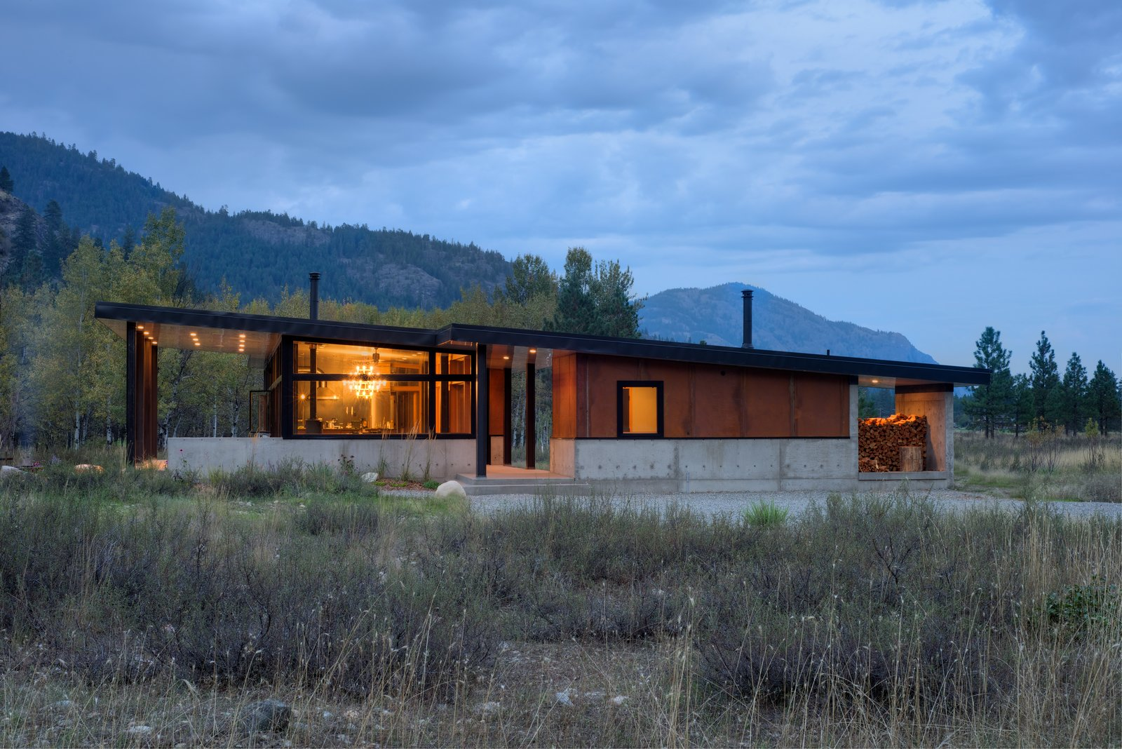 The house is divided in two: on the left, the main house consists of an expansive kitchen, living, and dining space, plus sleeping accommodations. On the right, a smaller structure holds a sauna, shower, and ski wax room. The house's length is oriented along an east/west axis to maximize strong southern light and provide views of an aspen grove.  Cabins & Hideouts by Stephen Blake from Modern Mountain Retreat in Washington