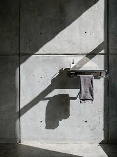An Energy-Efficient Hybrid Prefab Keeps Cool in the Palm Springs Desert - Photo 9 of 12 - All fixtures and faucets are from CEA.