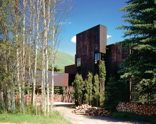 A steel-plate-clad house by architect Susan Desko in Ketchum, Idaho, features an untreated surface that changes color to reflect the sky.