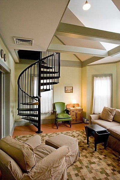 Connecting suites and floors, a series of Victorian hallways and staircases give the interiors a New Orleans-like feel.