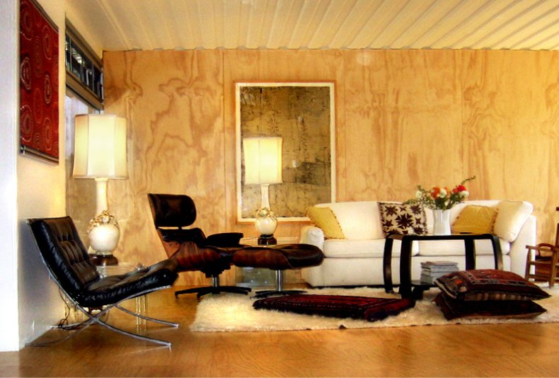 Jantzen sheathed the living area's walls and floor in furniture-grade plywood paneling, behind which he placed thermal insulation to retain heat in the winter. He then sealed the ply in a water-based, low-VOC clearcoat to prevent any fumes from escaping from the ply.