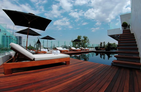 The pool, overlooking the city, also connects to a private deck for the Demetria suite. Notable guests include Elton John, Kylie Minogue, and Willem Dafoe.
