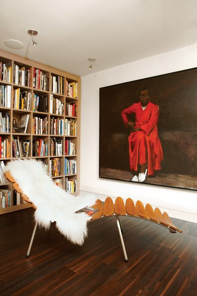 Books pepper the apartment, but most are housed in two libraries, one of which is dedicated to art and photography. It also features a Palms lounger by Dutch designer Frans Schrofer and the painting Any Number of Preoccupations by Lynette Yiadom-Boakye.