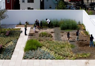 Part of the concept of Edgeless-ness includes exploring the outside and nature within a city, further expanding what a classroom can be. At the Rogers Marvel designed Stephen Gaynor School in New York, students take advantage of green spaces. Photo ©David Sundberg/Esto.