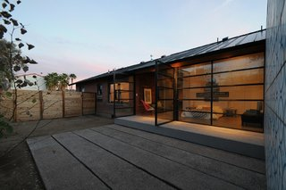 Amazing House is Half Historic and Half Modern - Photo 11 of 11 -