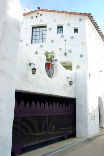 Contemporary Hints in Santa Barbara - Photo 4 of 6 -