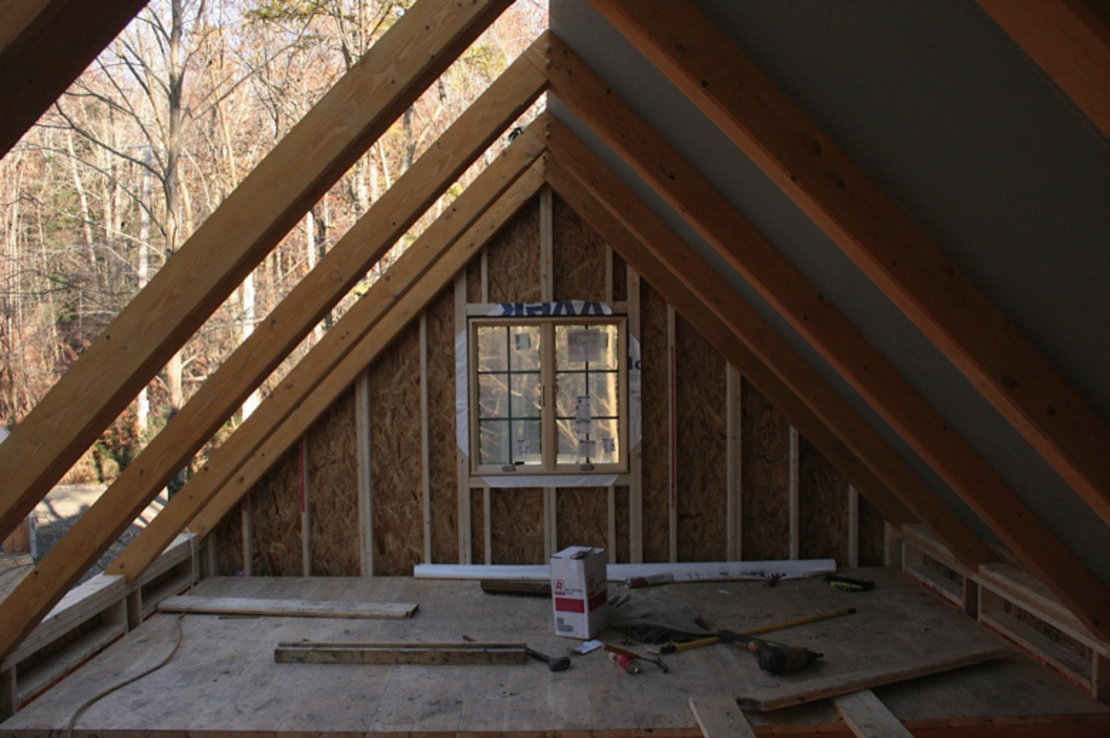 The owners of Bungalow in a Box, a small company based in Maine, use a unique combination of materials and methods for each customized structure. Relying on traditional framing techniques, the company prefabricates and ships unfinished timber for studios, bungalows, and other structures in various sizes, leaving the customer to add interior finishes and adapt the home to suit their needs.