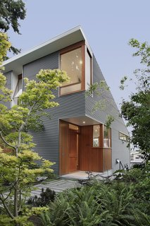 Seattle Home Carefully Blocks Out Neighbors, While Celebrating Natural Surroundings - Photo 9 of 11 -