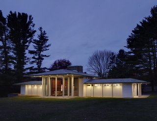 Beloved Midcentury Houses Examined After Decades of Wear and Tear - Photo 4 of 6 -