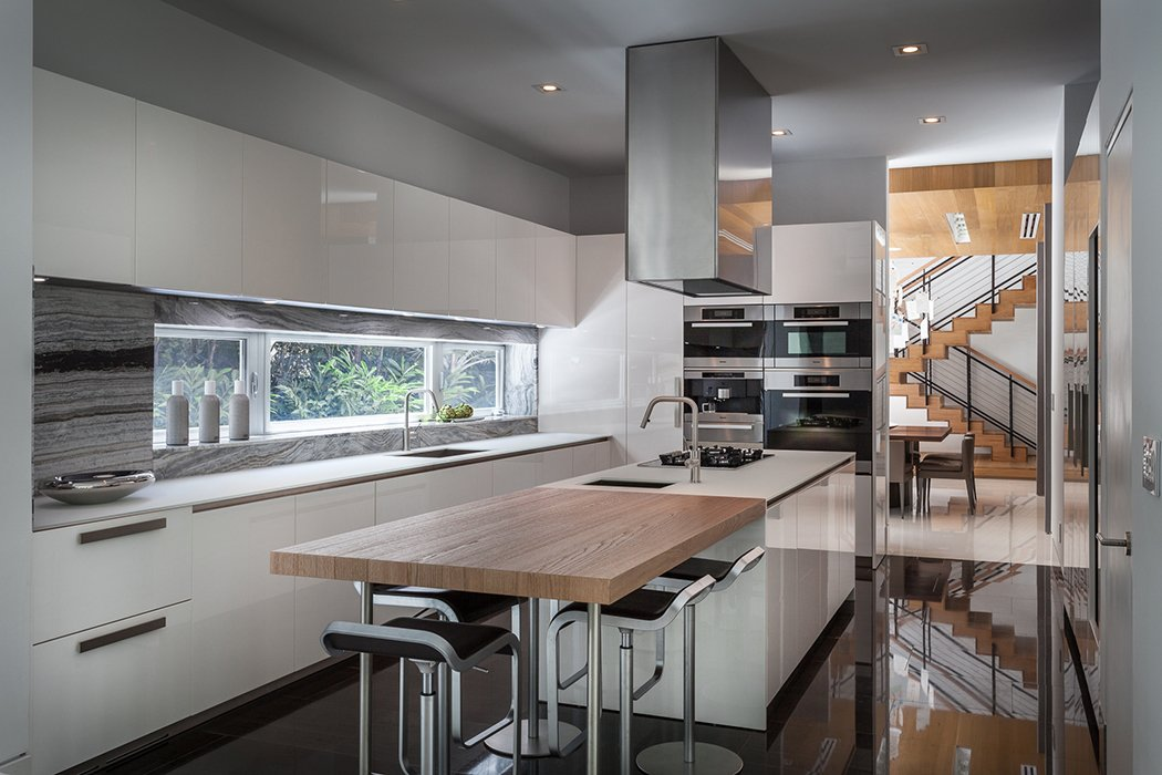 A view of the kitchen. This Modern Miami House Feels Like It's in the Middle of the Jungle - Photo 8 of 12