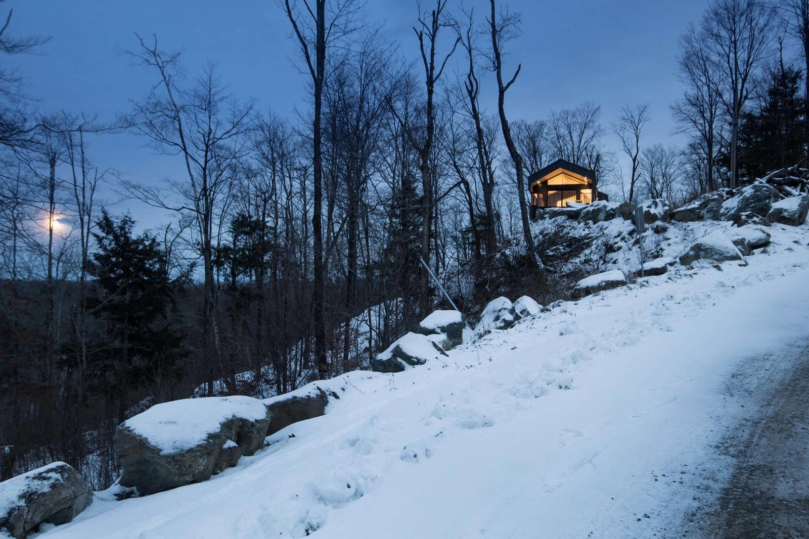 The home's elevated location means its occupants can enjoy the slow rise of the full moon while staying warm indoors.