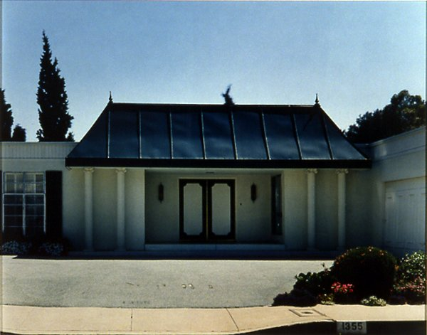 House #11 (Beverly Hills), 1995, from Houses. Courtesy Regen Projects, Los Angeles © Catherine Opie