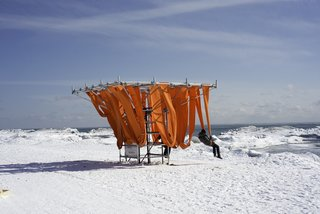 Mini Structures Are the Winter Equivalent of the Lifeguard Station - Photo 1 of 5 - Sling Swing: WMB Studio (London and Liverpool UK)The cold can switch on survival mode in even the most rugged. This playful spin on the summer deck chair references warmer months, but arranges seats in a tight grid, allowing visitors to huddle for warmth.