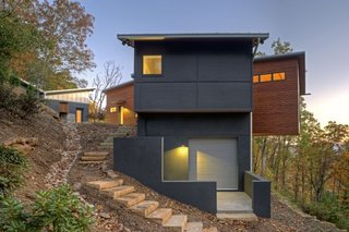 A Contemporary North Carolina Home Navigates a Tricky Site Atop a Ridge - Photo 2 of 10 -