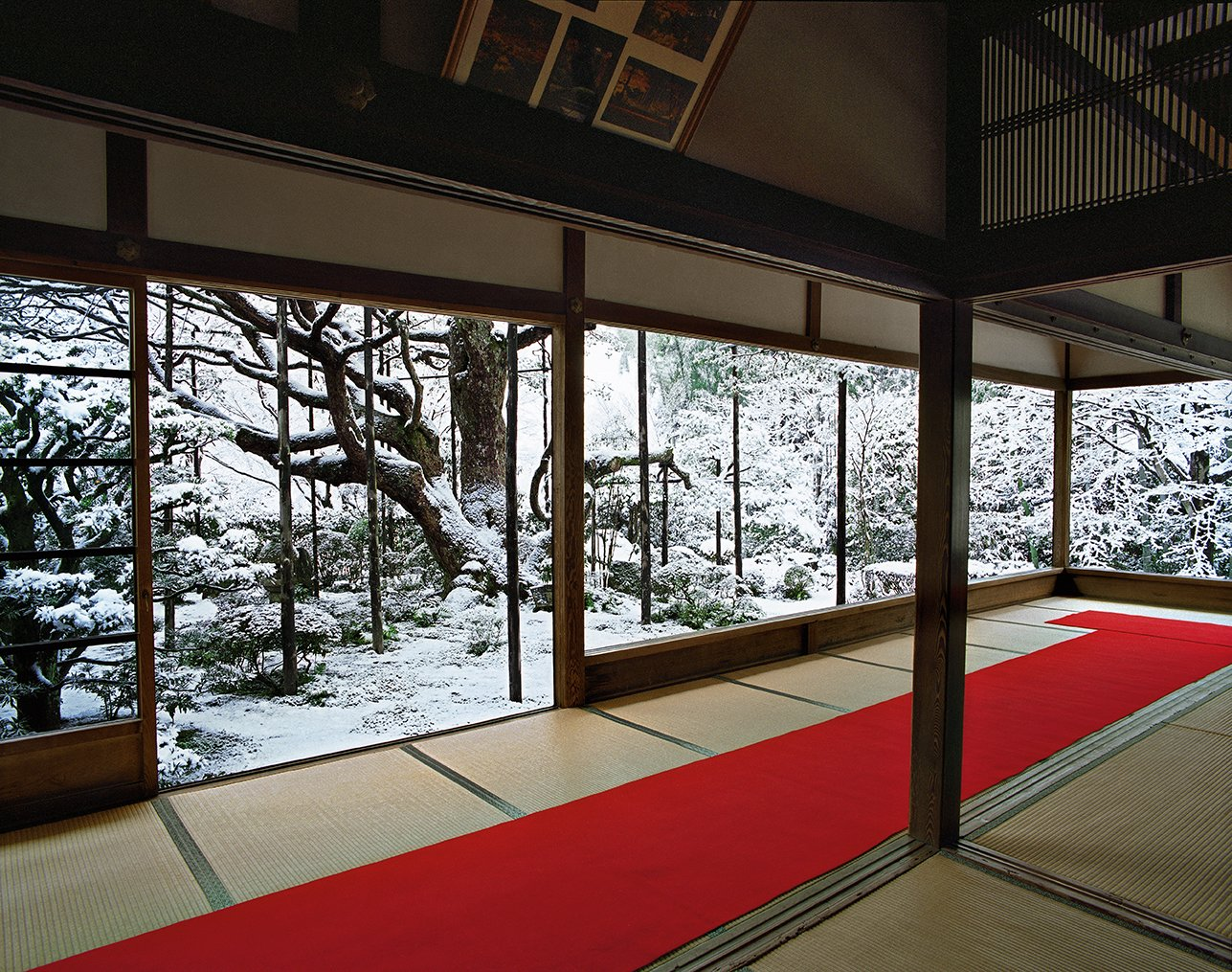 Hōsen-in (2011) - The absence of windows frames the gardens as a natural extension of the meditation space. The effect is an immersive indoor-outdoor experience. Japanese Homes by Dwell