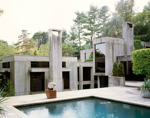 Frequent Dwell photographer Roger Davies snapped this concrete block dream of a house, equipped with its very own pool. Via  desire to inspire. (Pin)