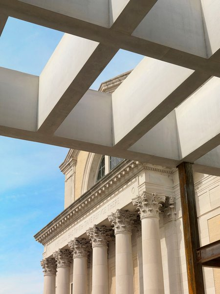 A view of the interior's coffered ceiling stretching outside. Image courtesy of the Saint Louis Art Museum.