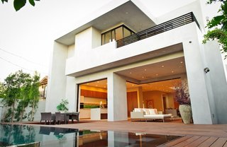Clean Lines and Recycled Materials Compose this Modern Los Angeles Home - Photo 7 of 7 -