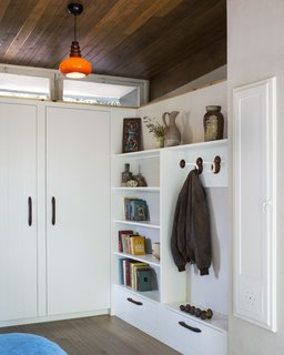 A Tiny House Remodel in a Bohemian L.A. Canyon - Photo 9 of 9 -