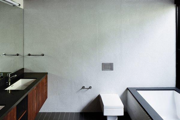 Dwell Bathroom Design Ideas ~ Dwell a minimalist bathroom in los angeles