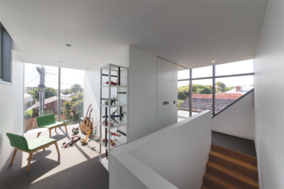 Angular Australian House Fits a Family's Active Lifestyle - Photo 6 of 7 -