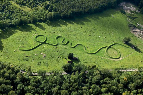 Lin's 2004 earthwork Eleven Minute Line in Wanås, Sweden, is inspired, inpart, by the Native American effigy, the Great Serpent Mound, in her native Ohio.