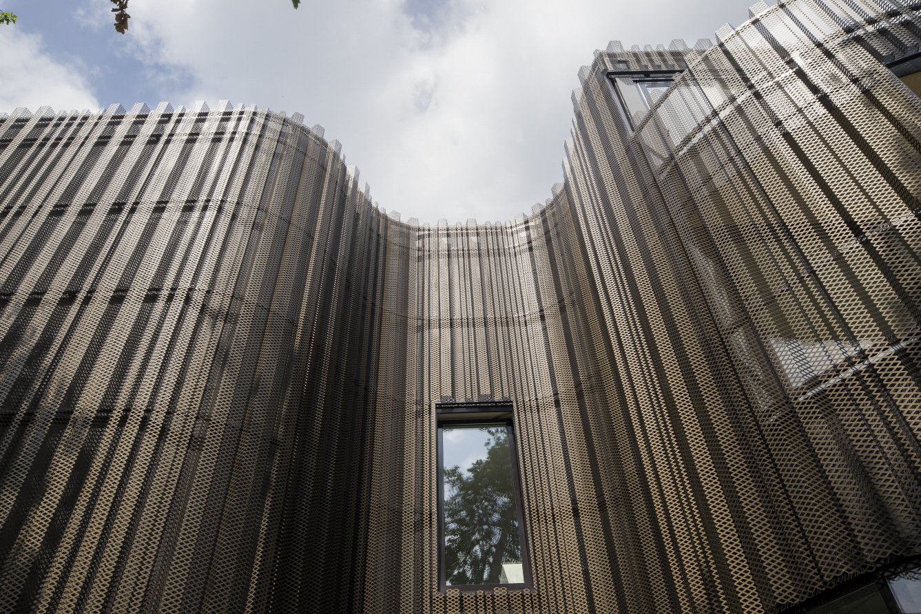 The plating of the facade imitates tree bark.  Kerckebosch by Matthew Keeshin