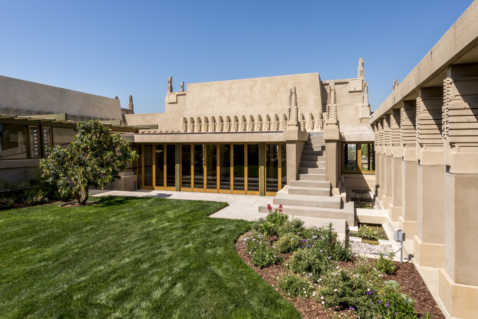 Frank Lloyd Wright's first Los Angeles project, Hollyhock House, received a meticulous repair and $4.3 million restoration, reflecting a major achievement for the City of Los Angeles and strong civic stewardship. 7 Preserved Modern Architecture Icons in Los Angeles - Photo 3 of 7