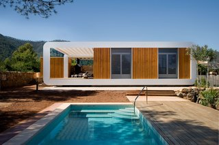 The 1,000-square-foot prefab took only 10 days to assemble.