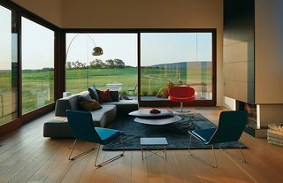A Prairie Escape Embraces the Landscape with a Green Roof - Photo 4 of 10 -
